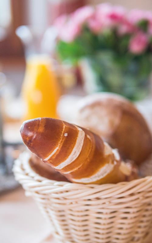 Zum Frühstück gibt es frische Brötchen
